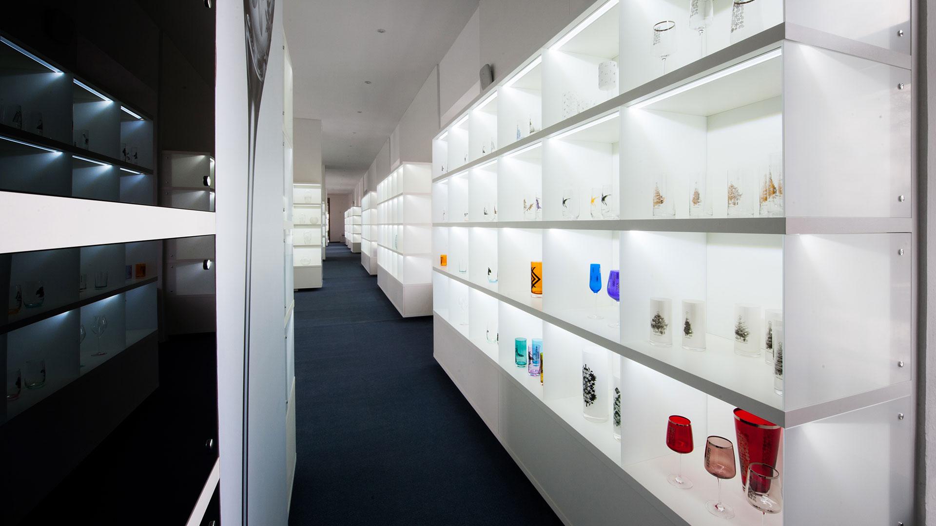 showroom Rona glass